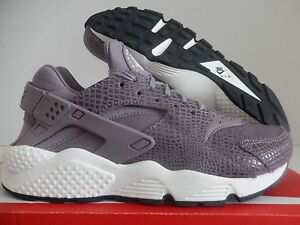 WMNS NIKE AIR HUARACHE RUN PRINT PURPLE SMOKE-SAIL SZ 6 [725076-501]