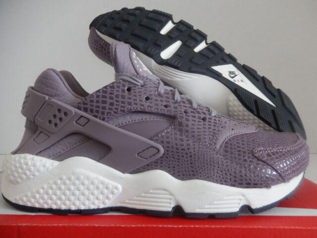 3b9729569c3 WMNS Nike Air Huarache Run Print Purple Smoke-sail Sz 6 725076-501 ...