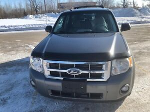 Clean title 2010 FORD ESCAPE AWD CLEAN TITLE FRESH SAFETY $5,499