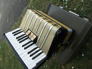 Piano Accordion STUDENT VM 48 BASS BLACK Reading