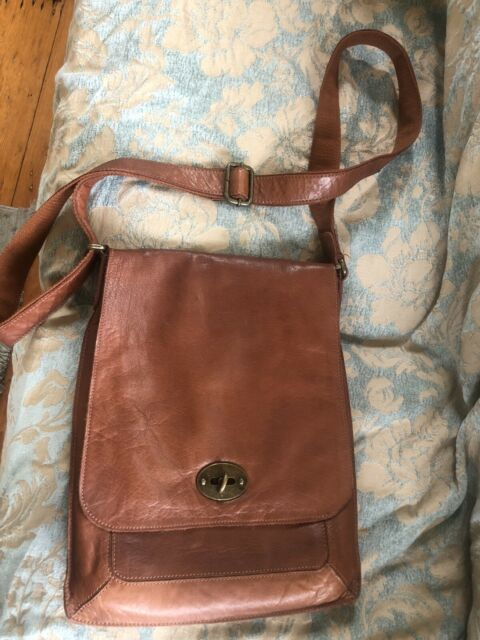 brown leather mens/unisex messenger large bag by Rugged Hide