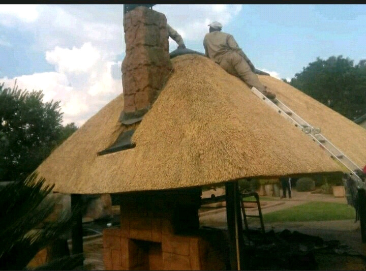 Monde Thatch roofs and repairs