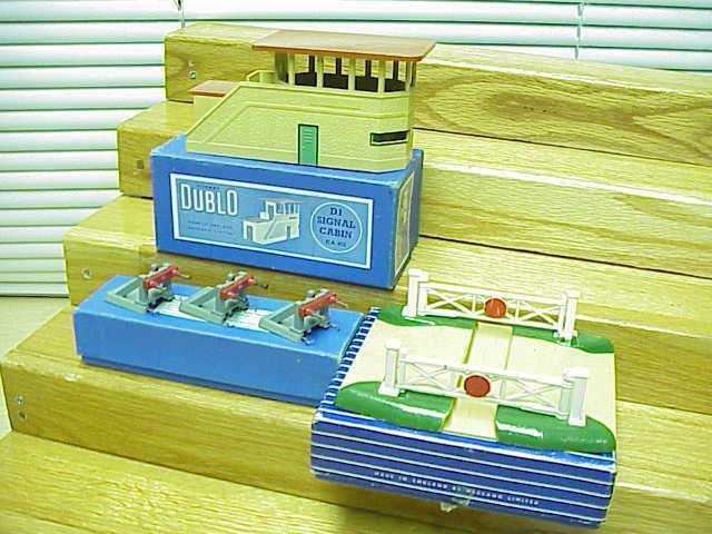 Hornby Dublo England SIGNAL TOWER+3 Bumpers+CROSSING GATES OBs VG+Deal