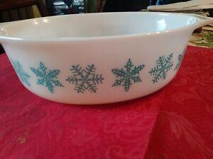 Vintage Pyrex Snowflake Turquoise 1 1/2 qt casserole  #043