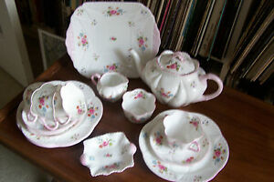 Shelley-034-Rose-and-Red-Daisy-034-Tea-Set-13425-Dainty-Shape