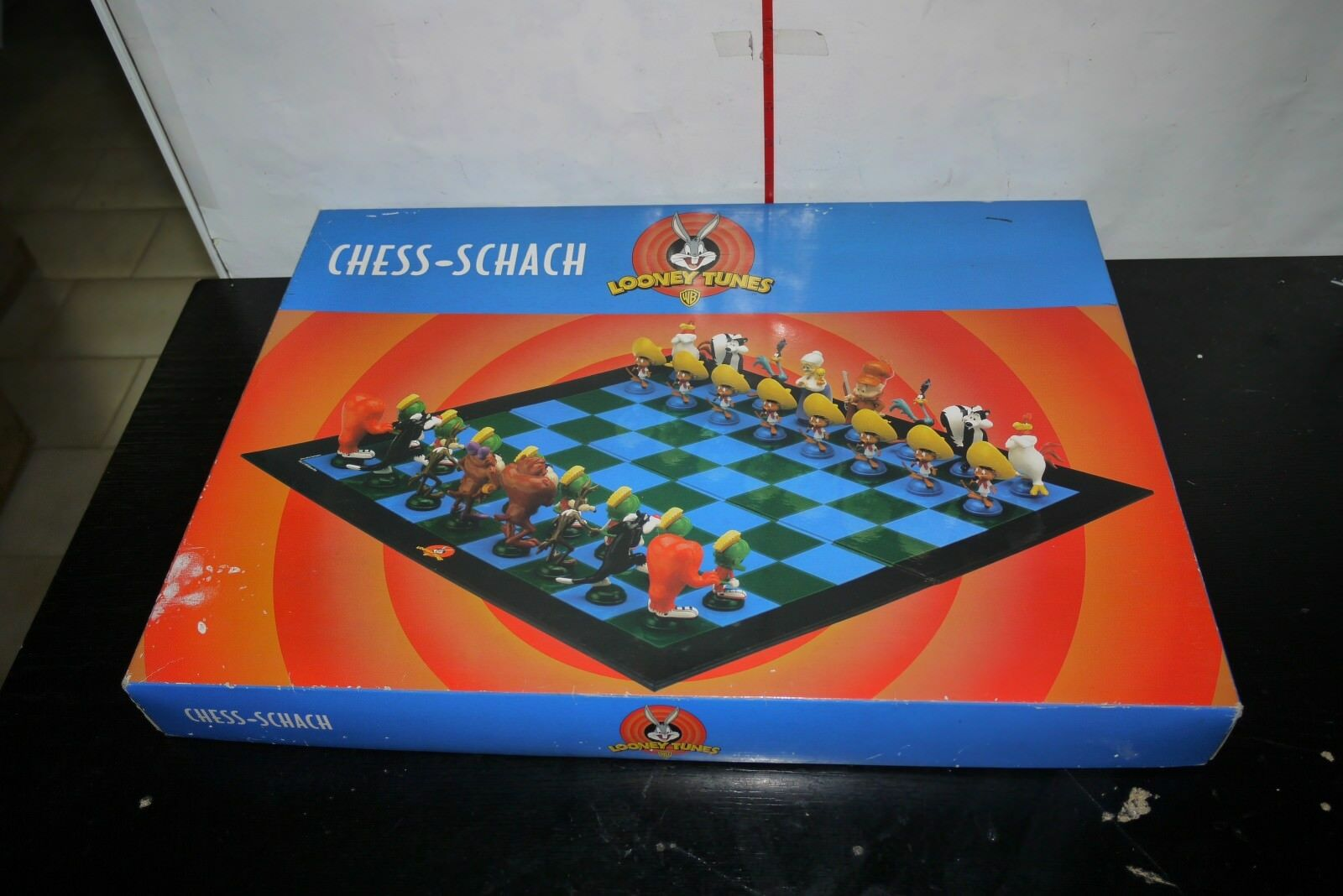 VINTAGE 1999 LOONEY TUNES CHESS SET 3D PVC FIGURES BOXED