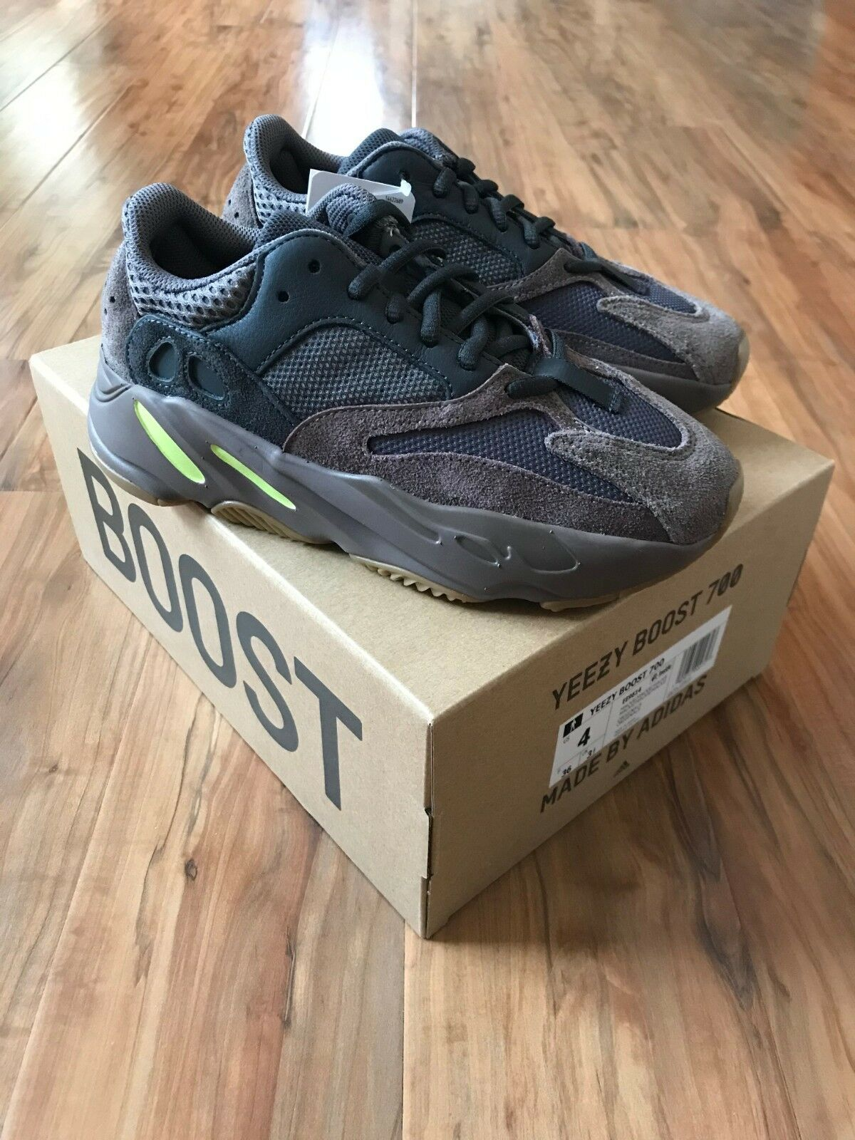 Adidas Yeezy Boost 700 Mauve - Size 4 US - Brand New