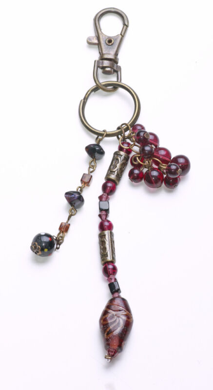 ZX47 BOHO GOLD METAL KEYRING WITH DARK PURPLE GLASS BEAD CLUSTER /& DROP CHARMS