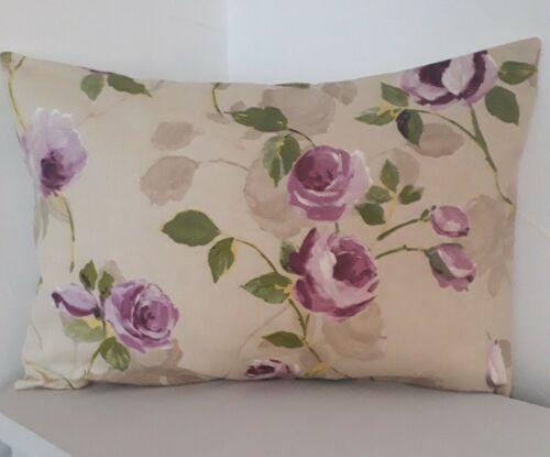 Lilas Rose Floral Oblong housses de coussin shabby chic-style crème feuilles vertes