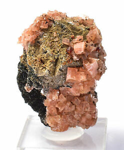 Serandite-with-Mangan-Neptunite-on-Catapleiite-after-Sodalite