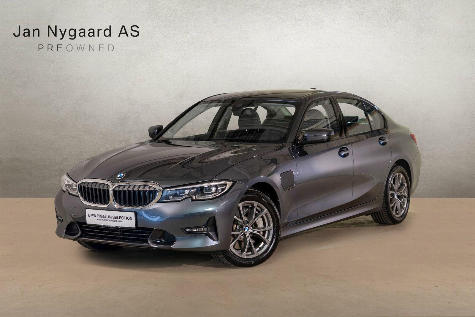 BMW 330e 2,0 Sport Line aut. 4d - 434.000 kr.