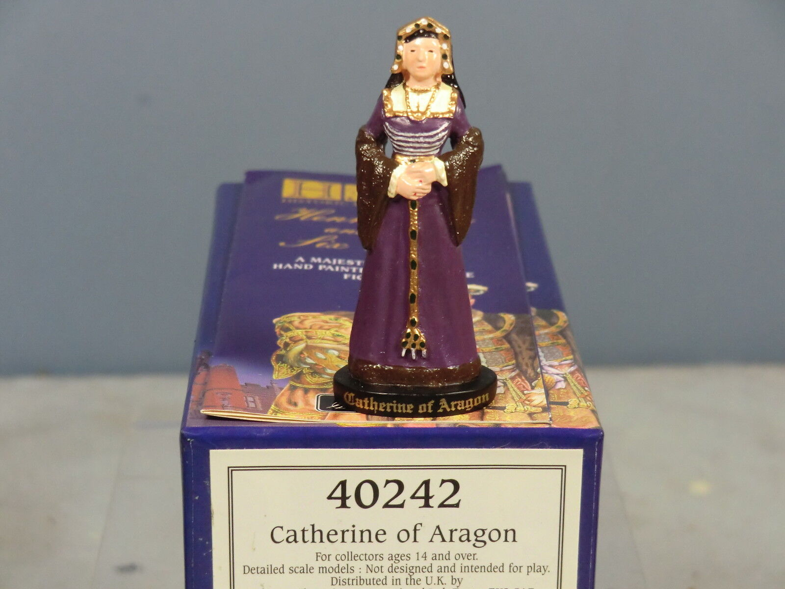 BRITAINS ( HRP)  'HENRY VIII & HIS 6 WIVES'  No.40242  CATHERINE OF ARAGON   MIB