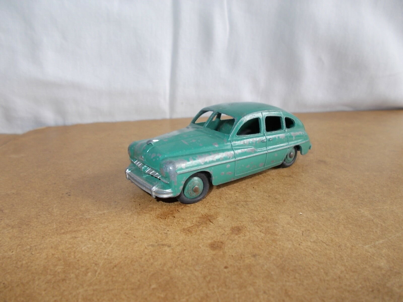 Ancienne vintage 1 43 DINKY TOYS france ( 24 Q ) - FORD VEDETTE - 50s