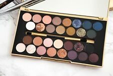 Makeup Revolution FORTUNE FAVOURS THE BRAVE Eyeshadow Palette & Brush 30 Shades