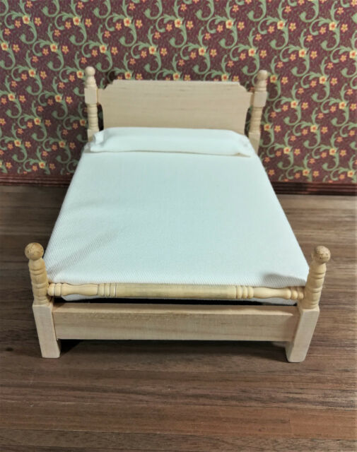 Bedroom bed for doll/'s house furniture 1:12