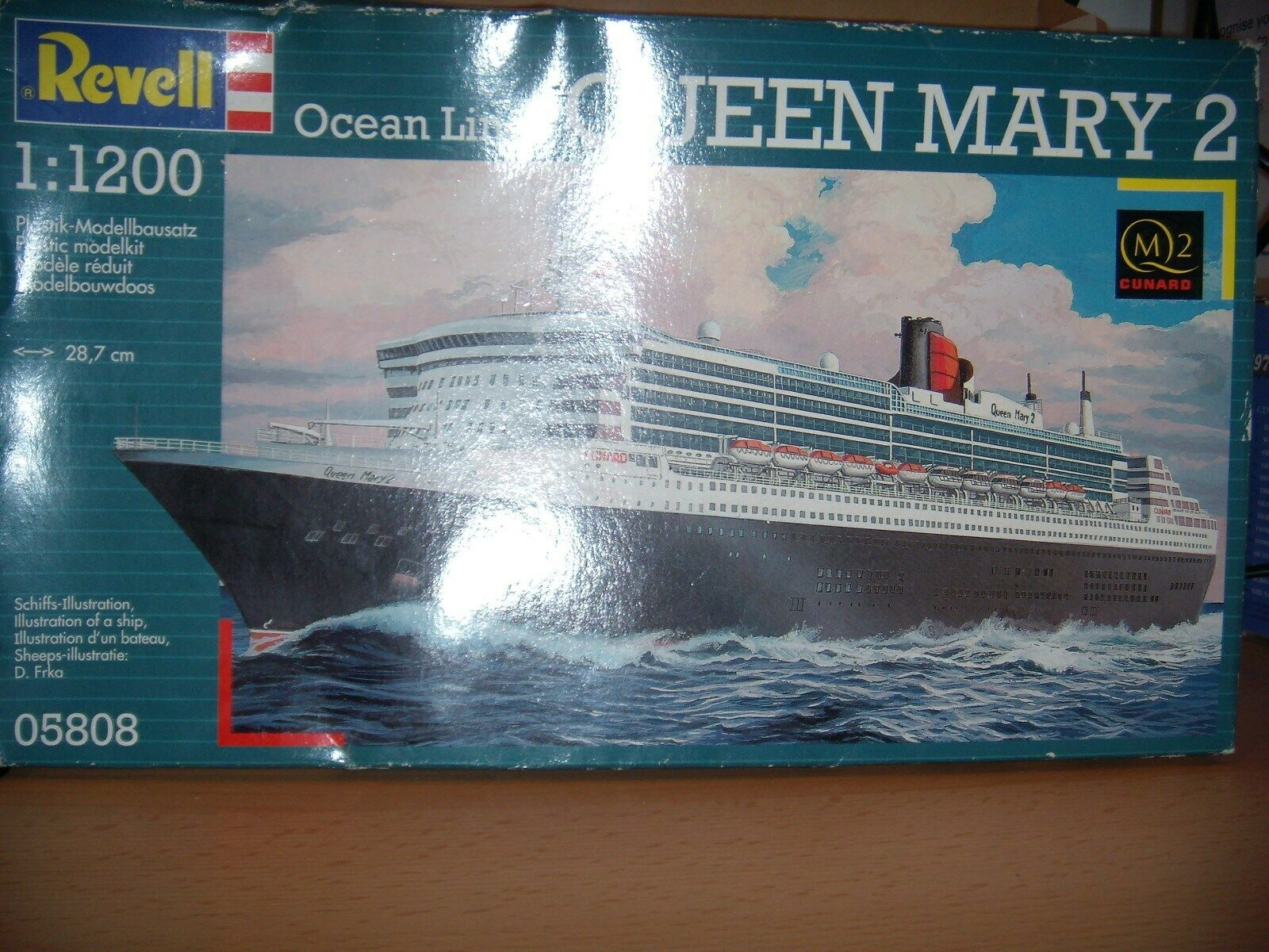 REVELL (2008) OCEAN CRUISE LINER QUEEN MARY 2 1 200 SCALE MODEL KIT