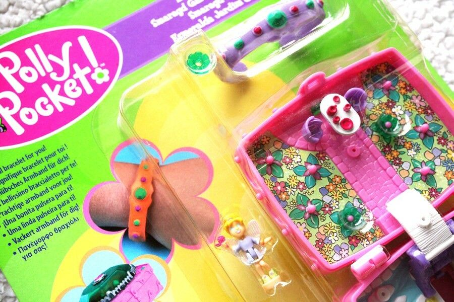 POLLY POCKET  EMERALD GARDEN Includes 2 DOLLS DOLLS DOLLS & BRACELET  MUÑECA BRAND NEW OS fe6de7