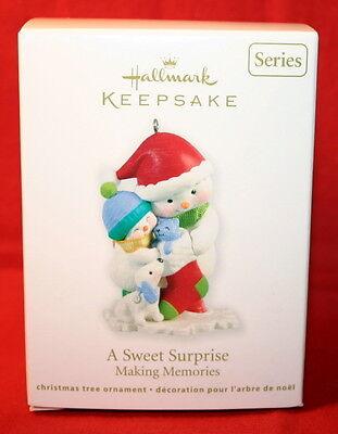 2012 Hallmark Keepsake Ornament A Sweet Surprise Making Memories #5 B9