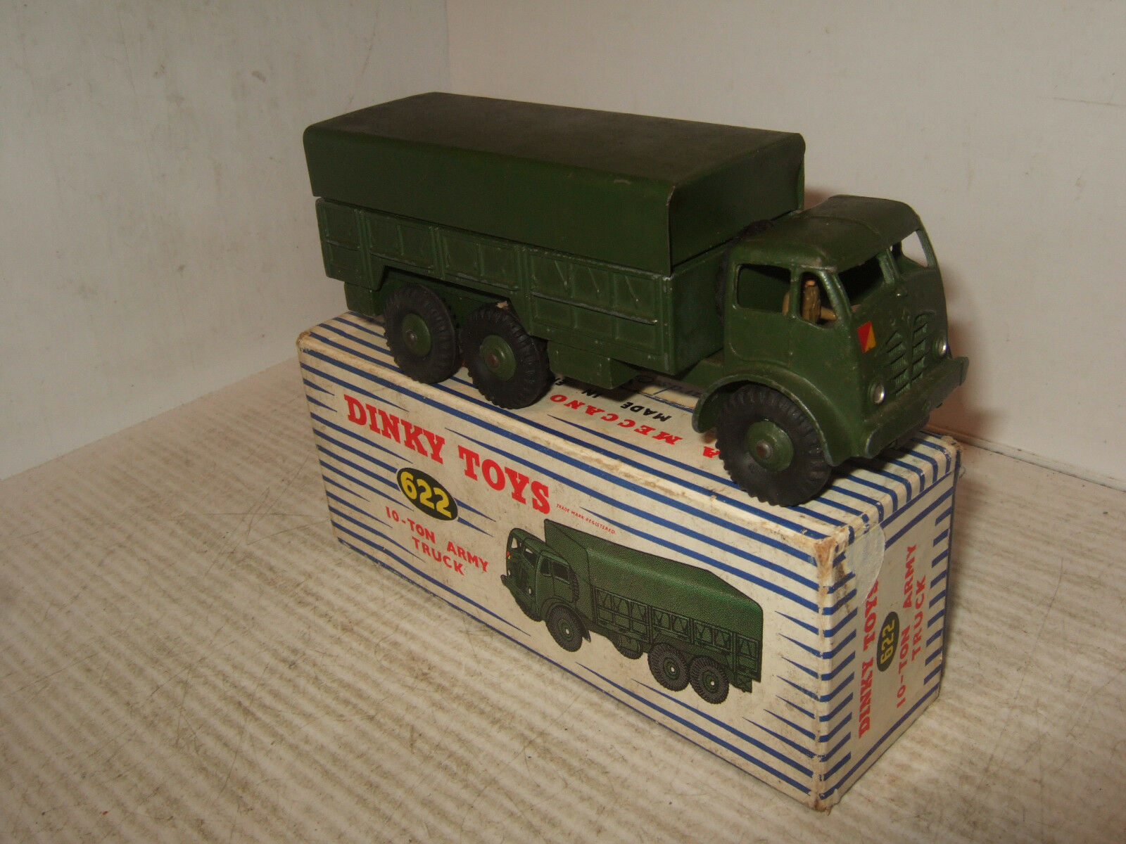 Vintage DINKY SUPERTOYS 622 10 T army truck    Driver in ORIGINAL DINKY box. | Moderne