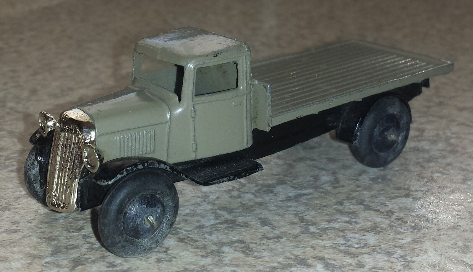Dinky 25c 2 Flat Wagon Original Model with Reproduction Grille (DT042)