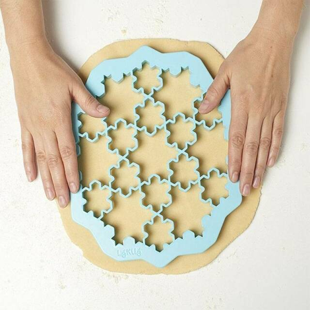 19 Lattice Snowflake Form Plastic Cookie Biscuit Cutter Baking Mould