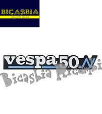 0156 - TARGHETTA SPORTELLO COFANO COFANI MOTORE LATERALE VESPA 50 PK N