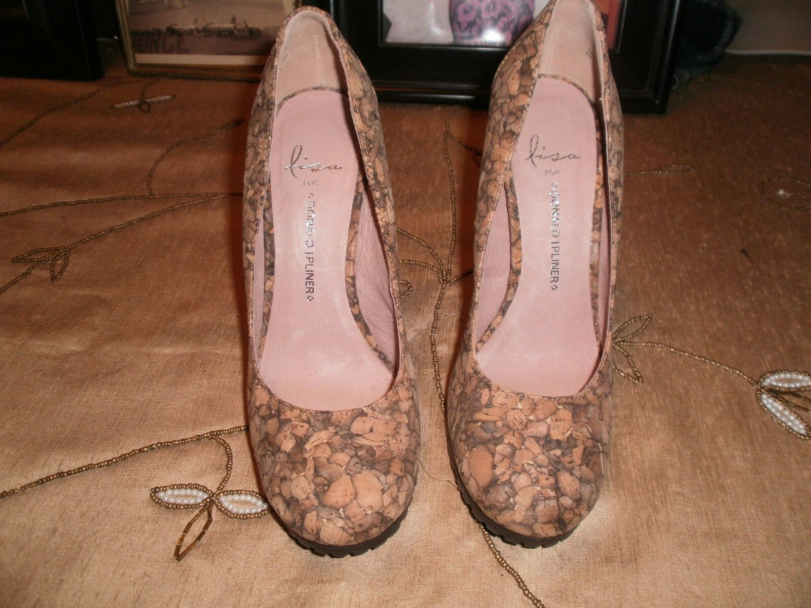LISA BY DONALD J PLINER WOMENS PUMPS-SHADES OF BROWN & CORK TEXTURED IN SIZE 6M