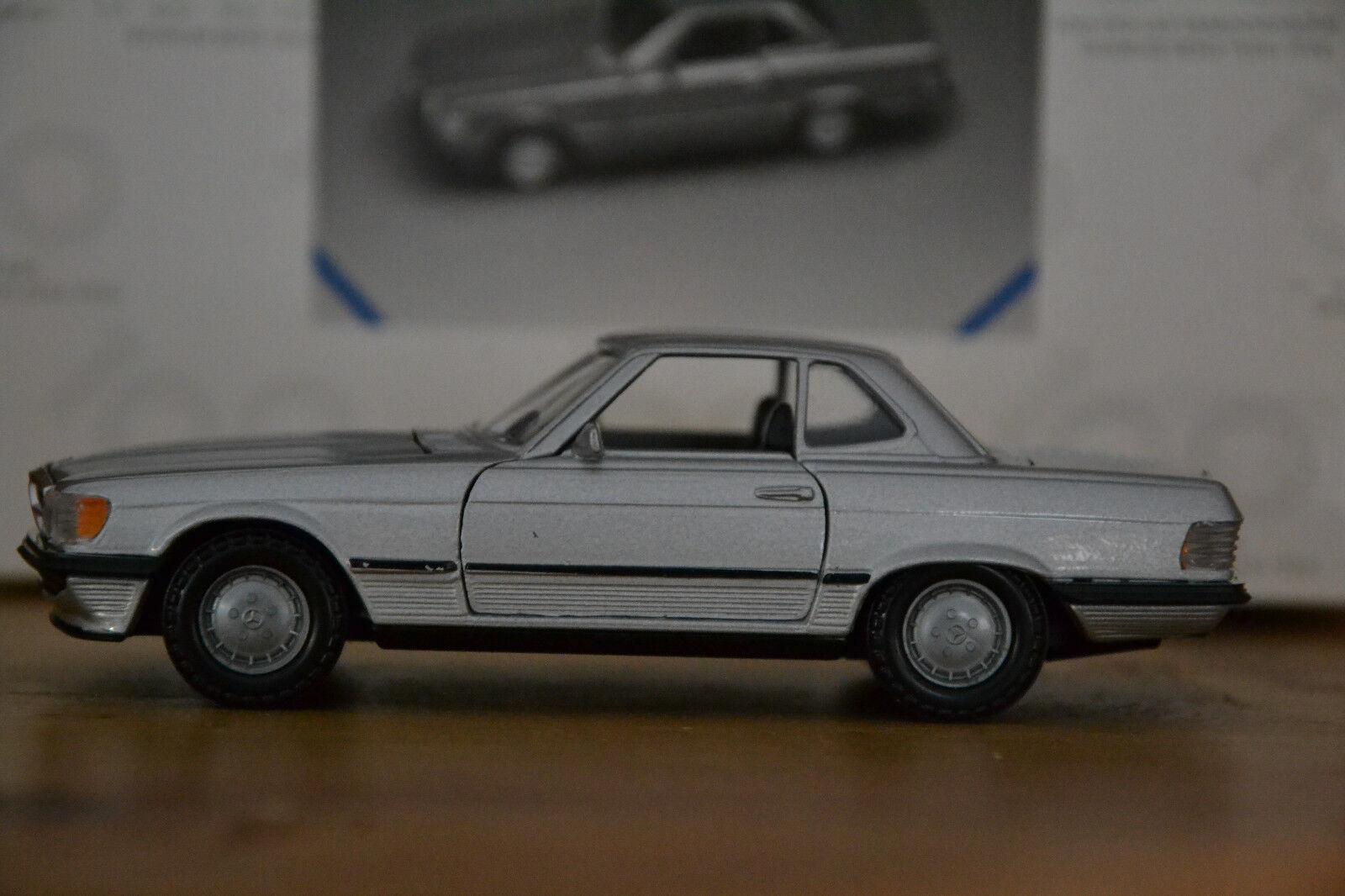 R107 Mercedes Benz 500SL Modell von NZG 1 35 in silber guter Zustand Hardtop OVP