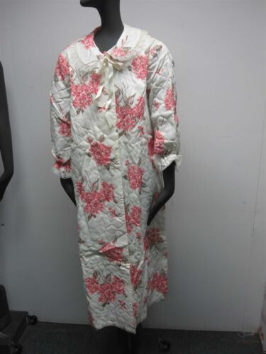 VINTAGE 1950s MARILYN QUILTED NYLON BATHROBE with