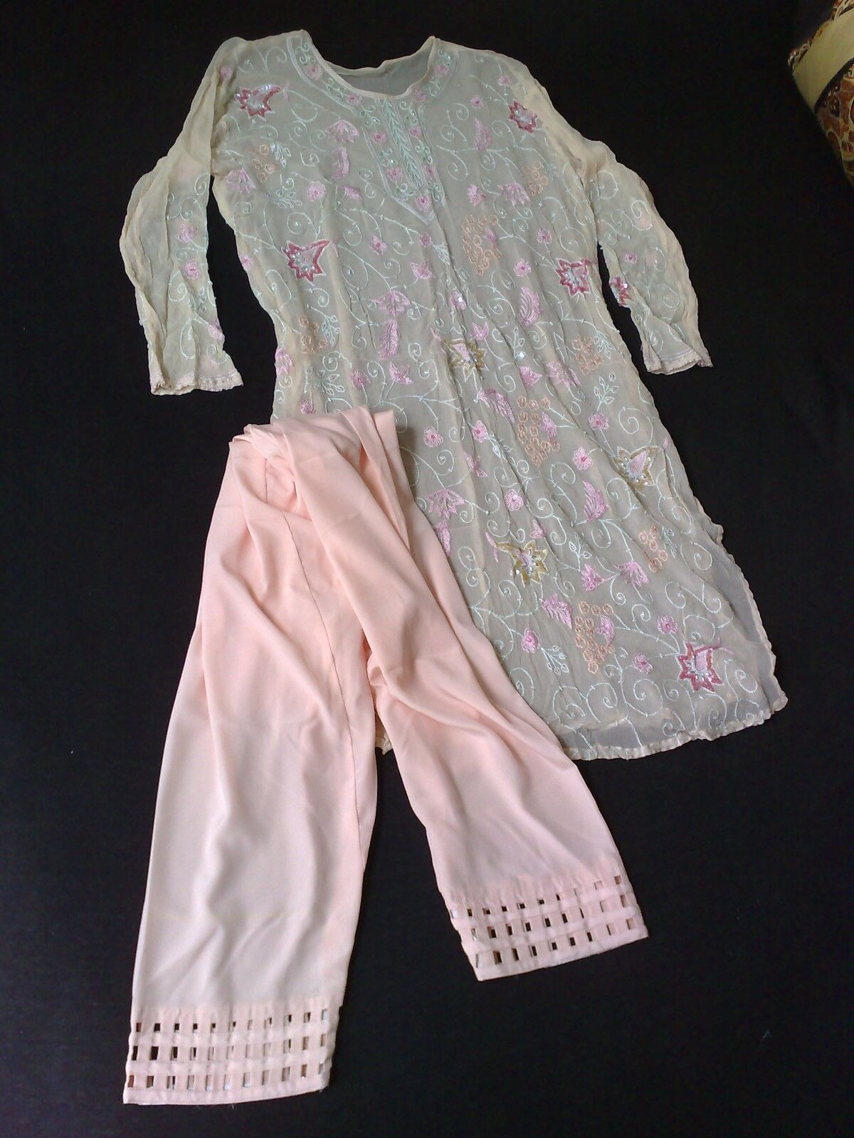 Shalwar Kamis Rosafarben, auf Wunsch mit Schleier