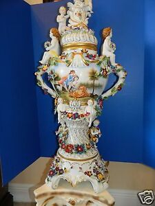 DRESDEN-VERY-LARGE-BEAUTIFUL-GERMAN-PORCELAIN-CHERUB-amp-FLORAL-COVERED-VASE-URN