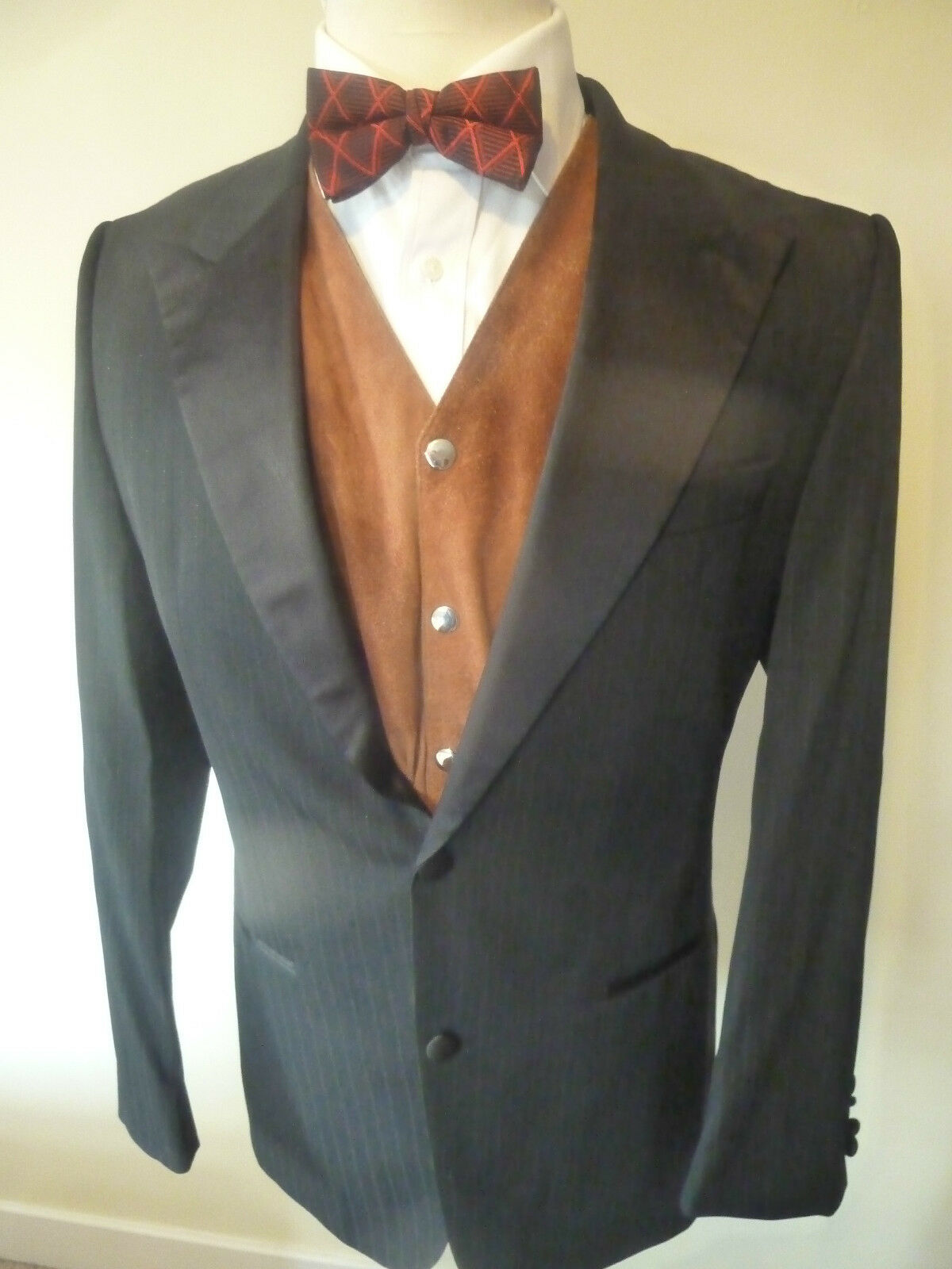 Mens HUGO BOSS queens glam wool suit - size 40  chest good condition