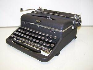 Antique 1947 Royal Quiet De Luxe Vintage Typewriter A-1489912