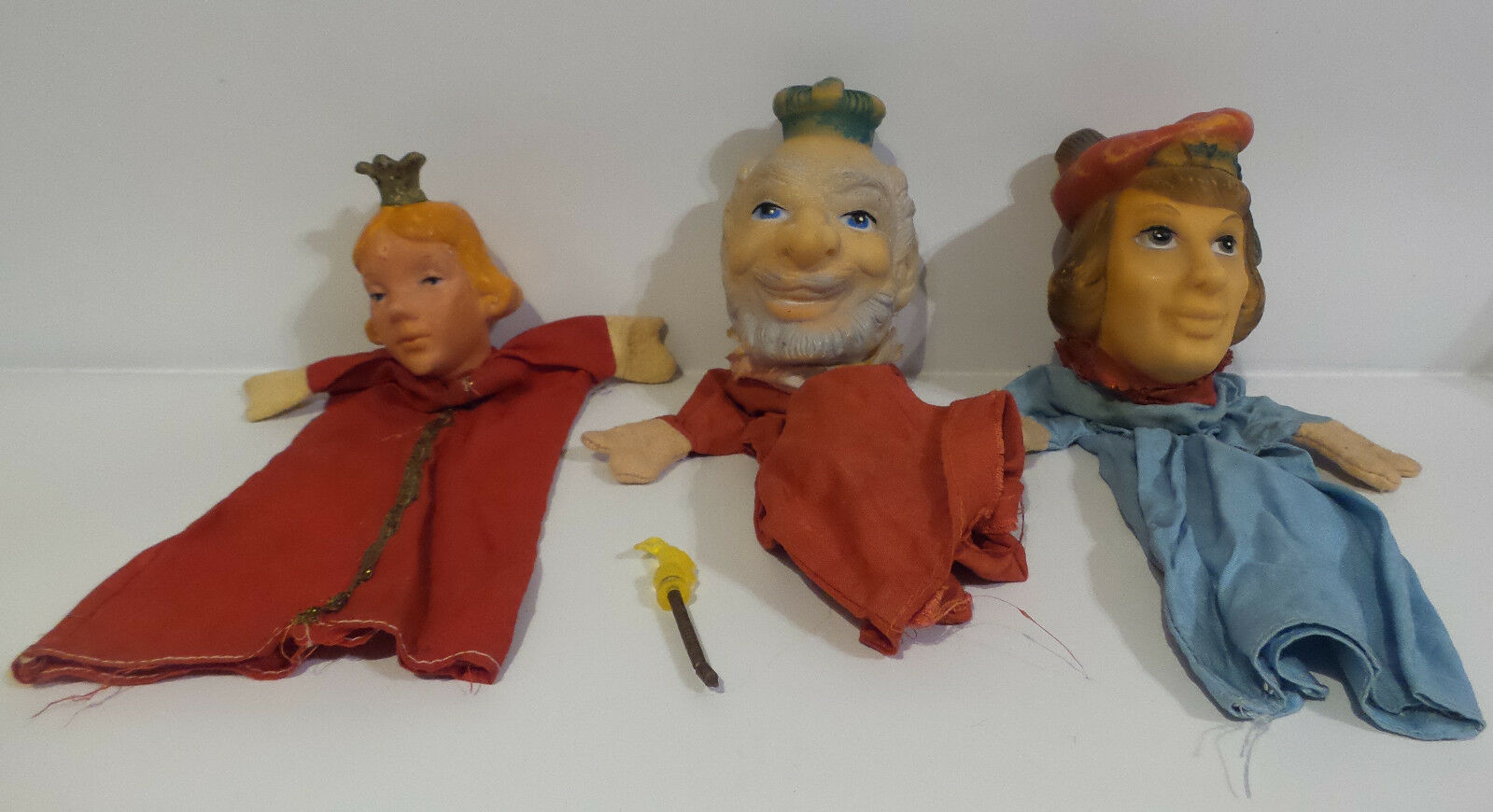VINTAGE   KING, QUEEN AND PRICE PUPPETS MADE CIRCA 1970'S (MLFP) (SC)