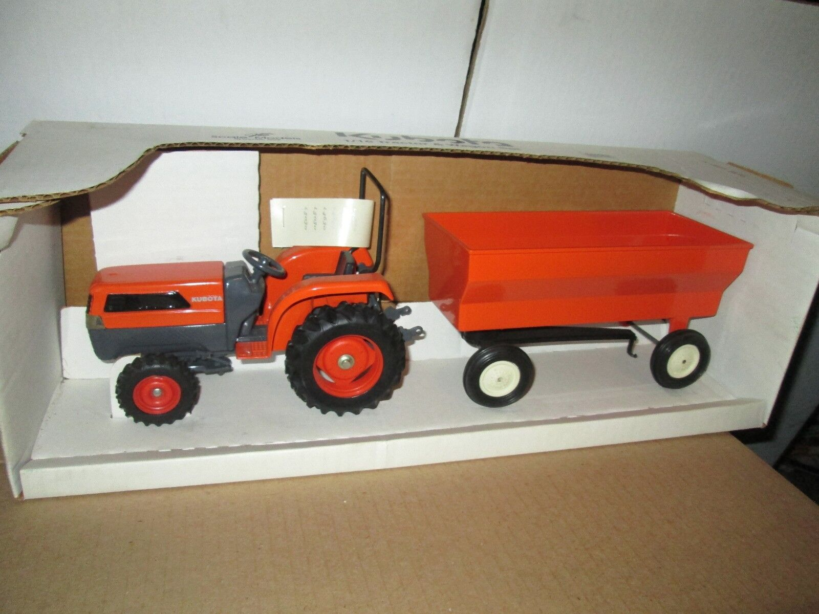Ertl 1 16 Scale Model Kubota L5030 Tractor w  wagon stake trailer w  BOX L4630
