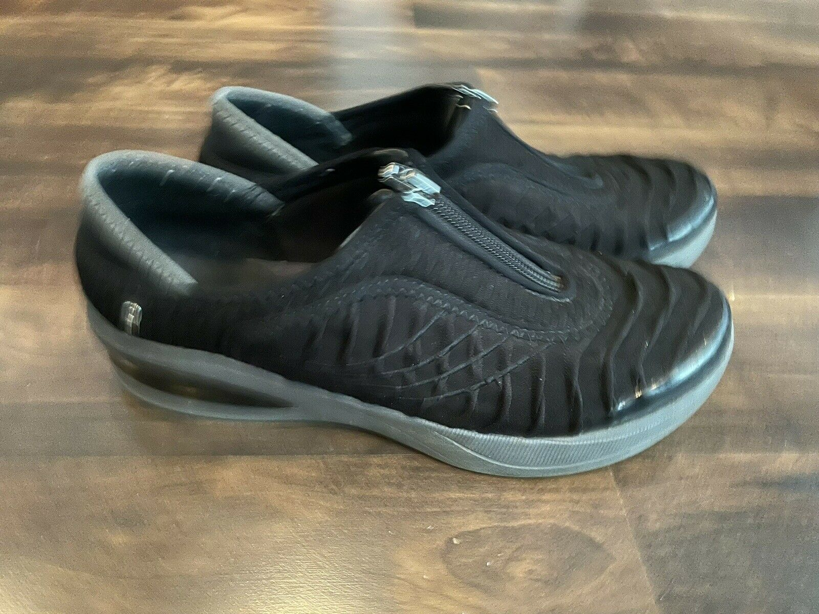 Bzees womens shoes black with zipper sz 7.5-super nice!