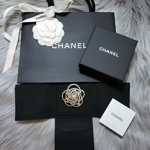 New-2019-Authentic-CHANEL-Classic-CC-Iconic-Camellia-Gold-Pearl-Crystal-Brooch