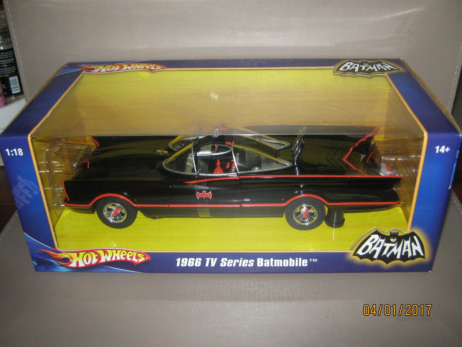 Hot wheels Batmobile  tv series 1966 1/18 1st series made  2007 Mint /Mint boxed