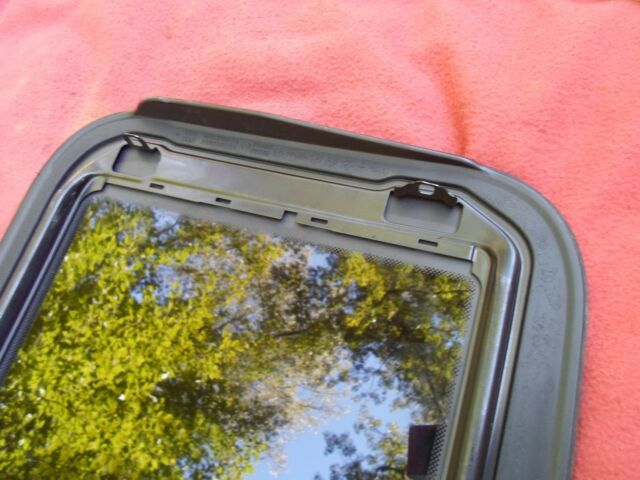 FREE SHIP 2002 FORD FOCUS SUNROOF GLASS PART# A502B98BA OEM READ NO ACCIDENT