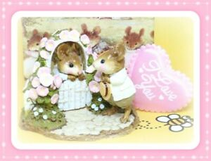 Wee-Forest-Folk-Mousie-Comes-A-Calling-FS-03-1990-Pink-Flowers-Couple-Mice