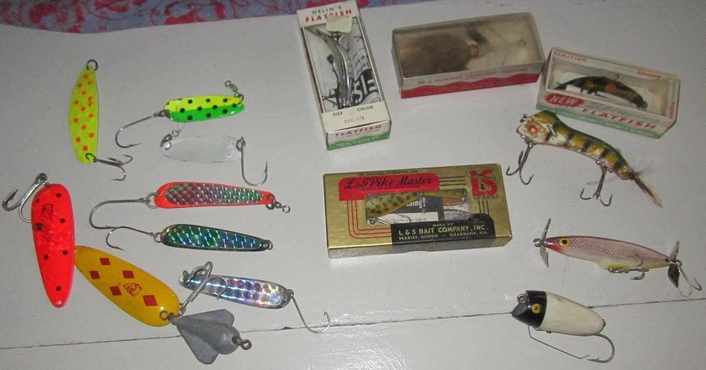7PC ESTATE LOT ASSORTED VINTAGE FISHING LURES BAITS + SPOONS (8) ORIGINAL BOX