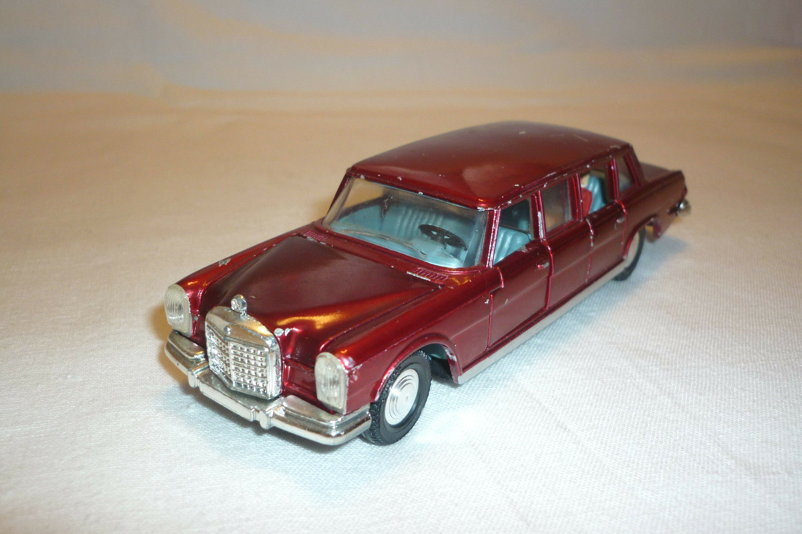 Dinky Toys-Vintage Metal Model-Mercedes-Benz 600-no replica (dinky