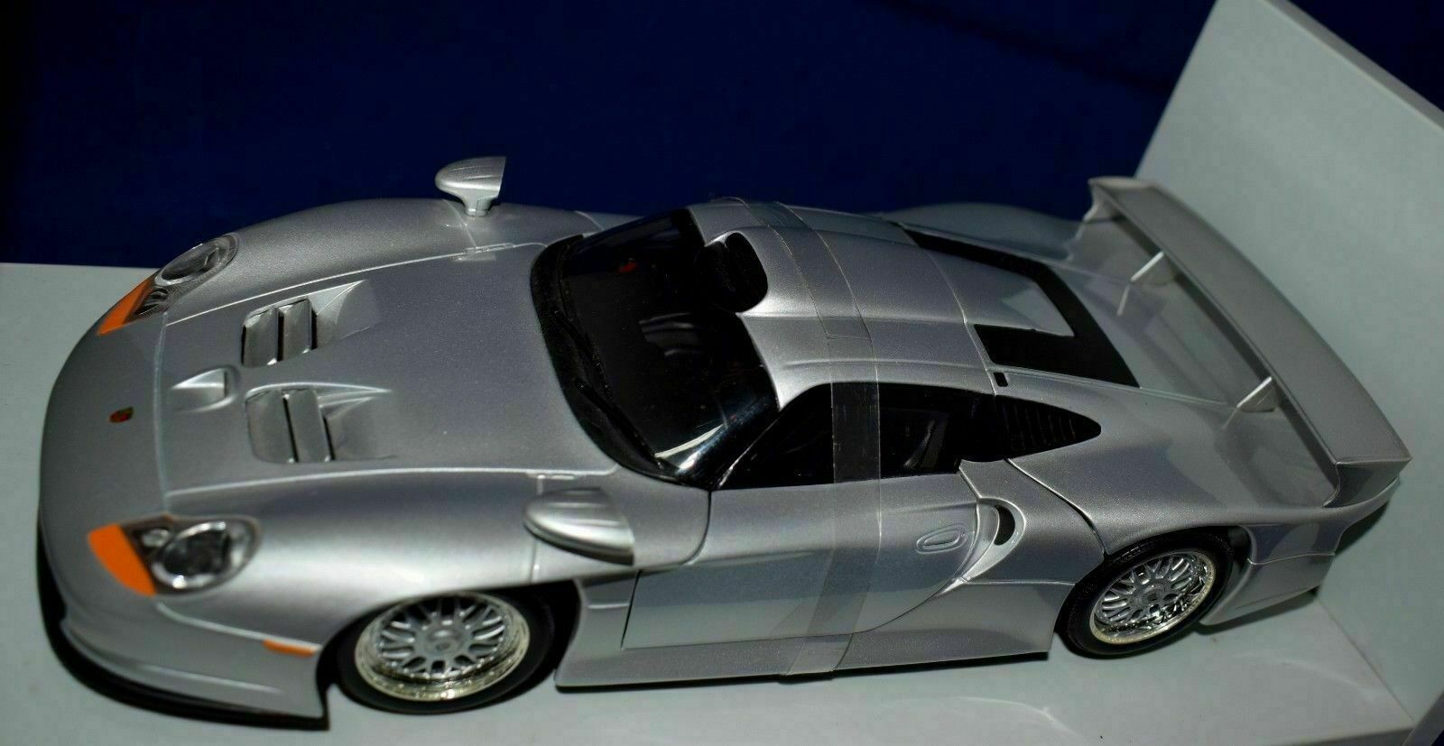 PORSCHE 911 GT2 1 18 UT...