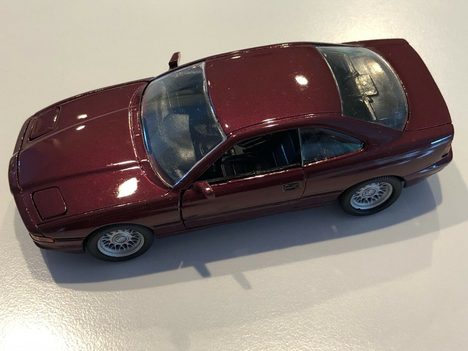 BMW 850i E31 Amethyst Metallic 1:43 scale diecast model   82 22 9 417 657