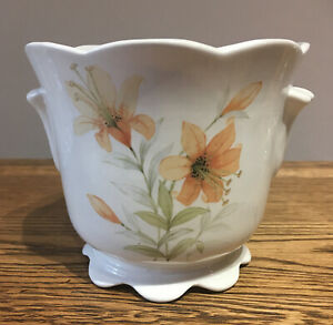 Vintage-M-amp-S-Tiger-Lily-Plant-Pot-11-5-Cm-Tall