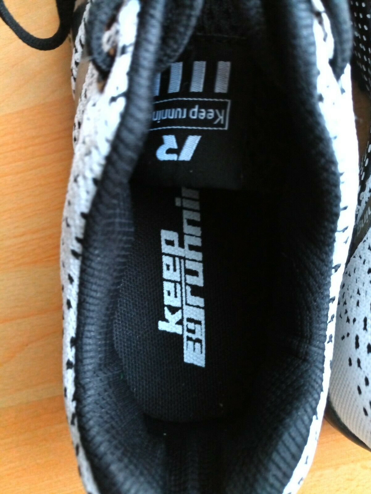 Laufschuhe   Sportschuhe,Herren,    Keep Running ,schwarz  weiß  Gr. 39, NEU c747f2