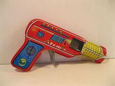 SPACE RAY GUN ATOMIC PISTOL 1970's TIN LITHO MINT JAPAN SPARKING WORKS VINTAGE