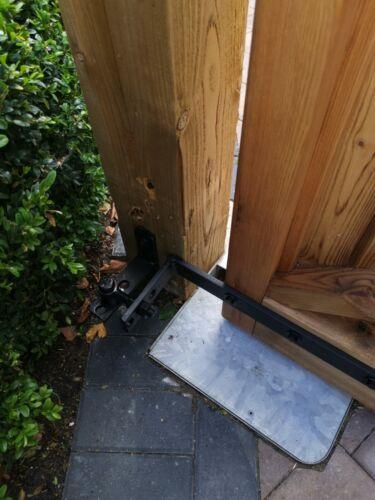 Rising gate hinges