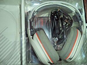 ASTRO-A40-PC-Gaming-Headset-gris-claro-naranja