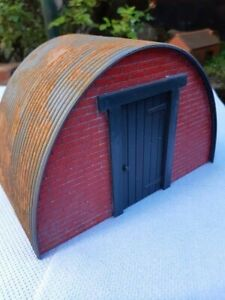 16mm sm32 model, garden railway Nissen hut